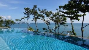 swimming-pool-1031245_960_720